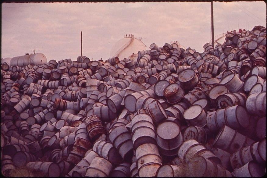 Нефть. Как цены на сырье влияют на другие рынки
